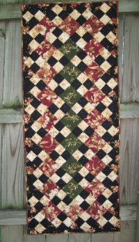 Free Table Topper Quilt Pattern - QuiltBug Fabric Quilt