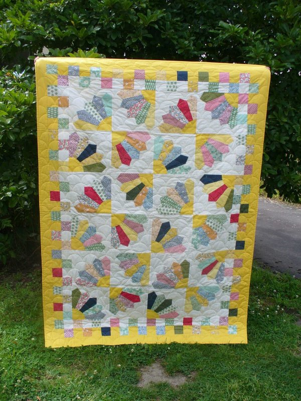 Quilt Pattern For Grandmother S Fan : Free Tutorial - Grandmother s Fan Quilt by Amy of Seven Stitches
