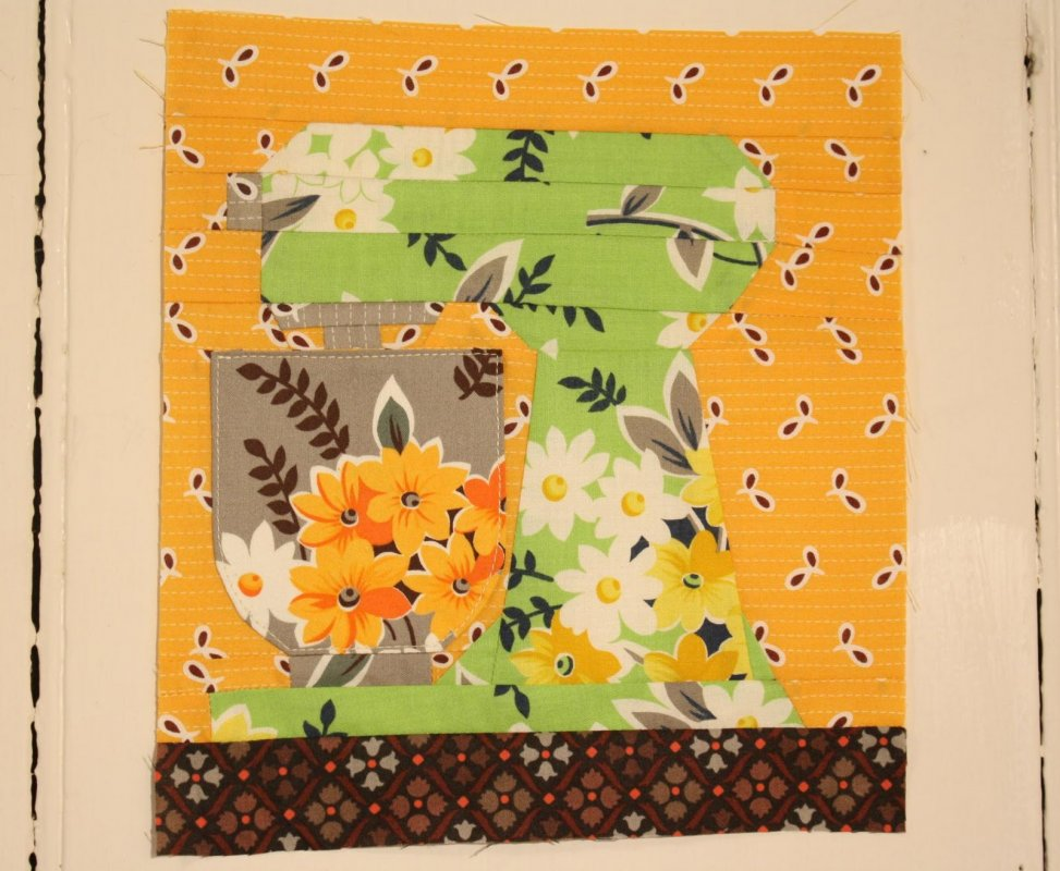Kitchen Quilting Ideas : Free Pattern - Paper Pieced Kitchen Aid Mixer by Erin