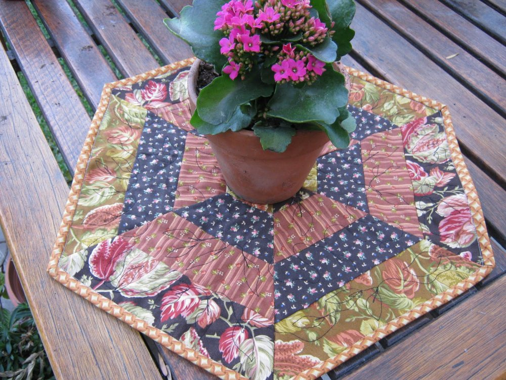Free Tutorial Holiday Hexagon By Beth Of Love Laugh Quilt