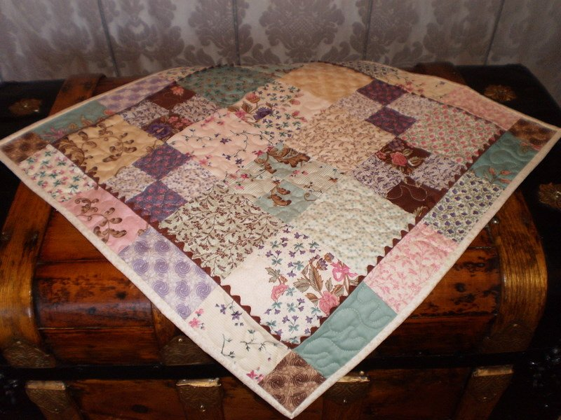 Free Tutorial Charm Pack Table Topper