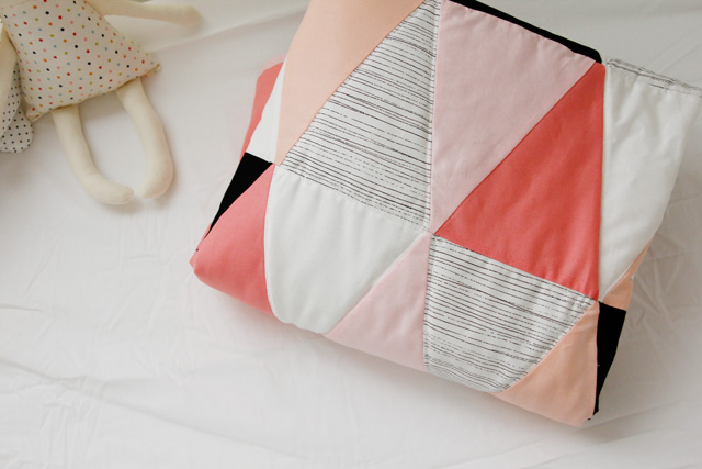 Free Pattern Ombre B Amp W Triangle Quilt By Kate